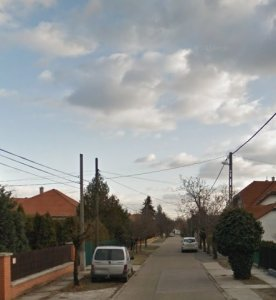 SASHALMON 20 MÉTERES utcafronttal rendelkező telek eladó